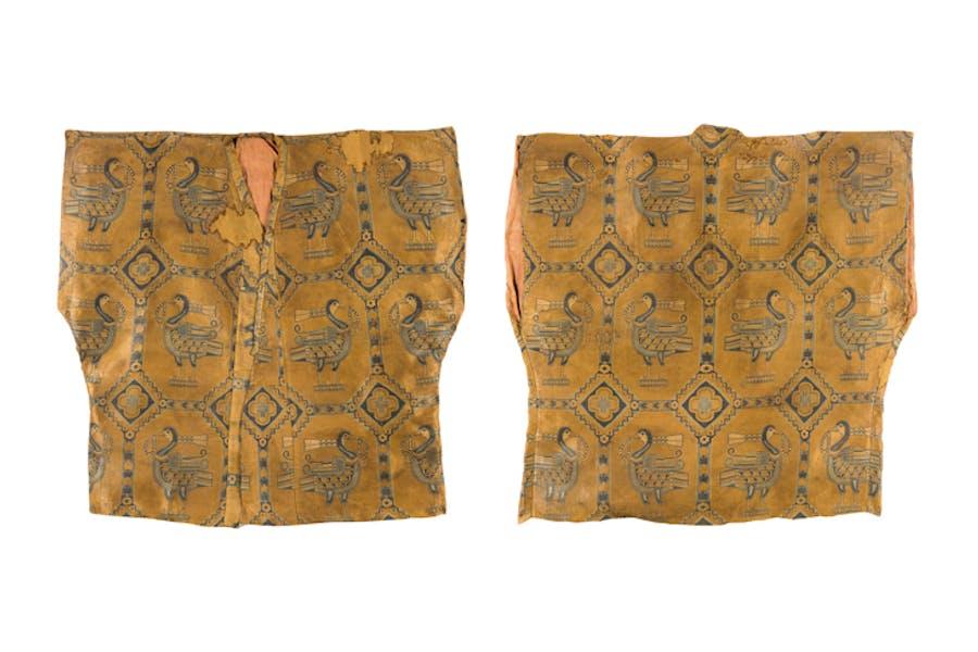 Silk samite shirt with ducks (600–800), Central Asia, Sogdiana