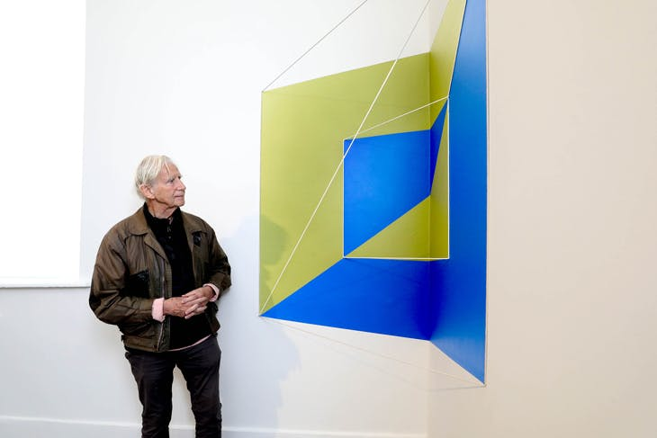 Brian O'Doherty with 'Rope Drawing #128: Flipped Corner (Green/Blue)' (2017) at IMMA, Dublin, 2018.