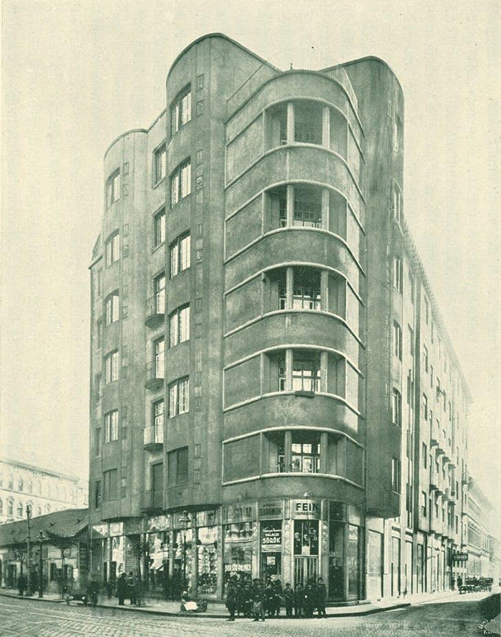 Lajta's apartment block on Népszínház Street, Budapest, constructed in 1911 (photo: 1913).