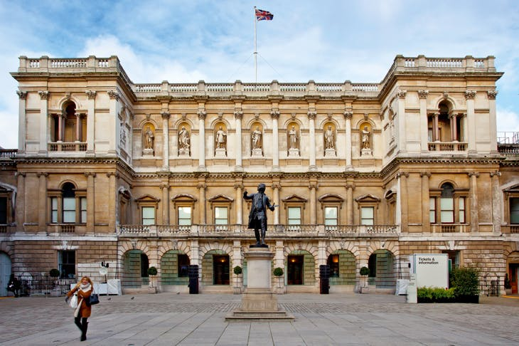Alfred Drury's statue of Sir Joshua Reynolds, first President of the Royal Academy, in front of the façade of Burlington House.