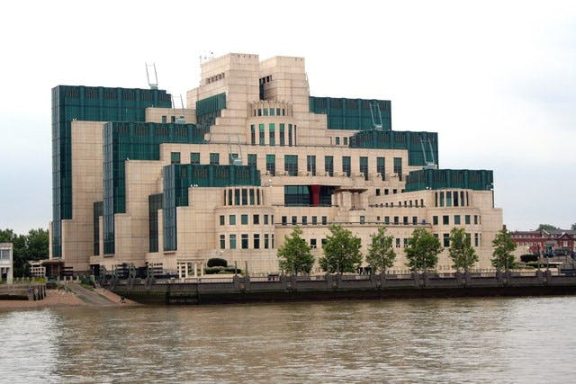 The Secret Intelligence Service ('MI6') building in Vauxhall Cross, London, designed by Terry Farrell. Photo: Wikimedia commons