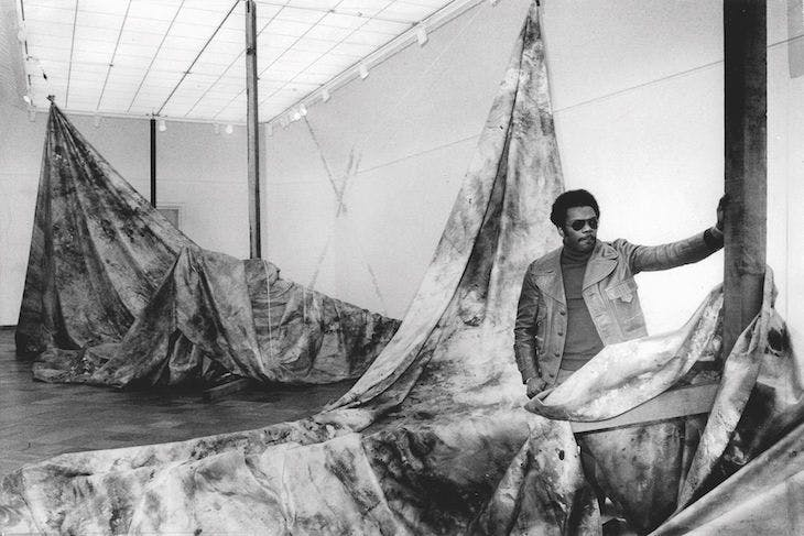 Sam Gilliam with Autumn Surf, installation view of 'Works in spaces at the San Francisco Museum of Modern Art in 1973.