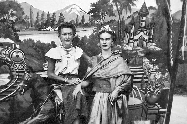 Detail of photograph of Jacqueline Lamba and Frida Kahlo in Pátzcuaro, Mexico, in 1938 (photographer unknown)