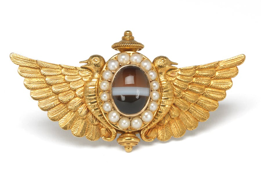 Gold and agate brooch (after 1881–98), made by Watherston & Son.