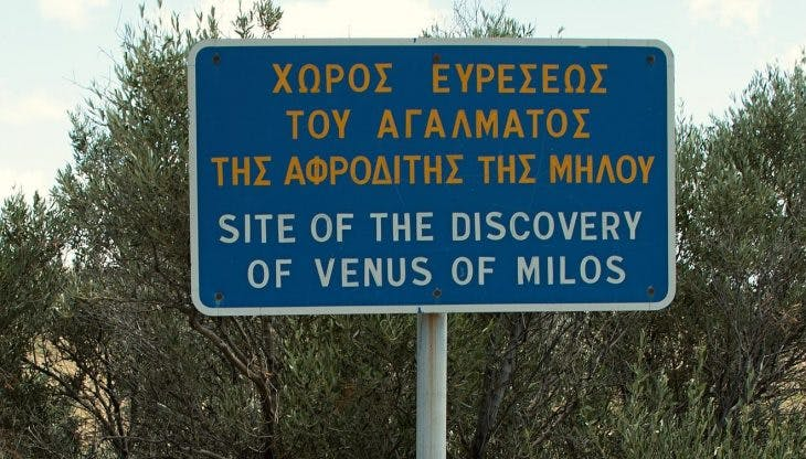 Sign indicating where the Venus de Milo was discovered in 1820; photo: Wikimedia Commons