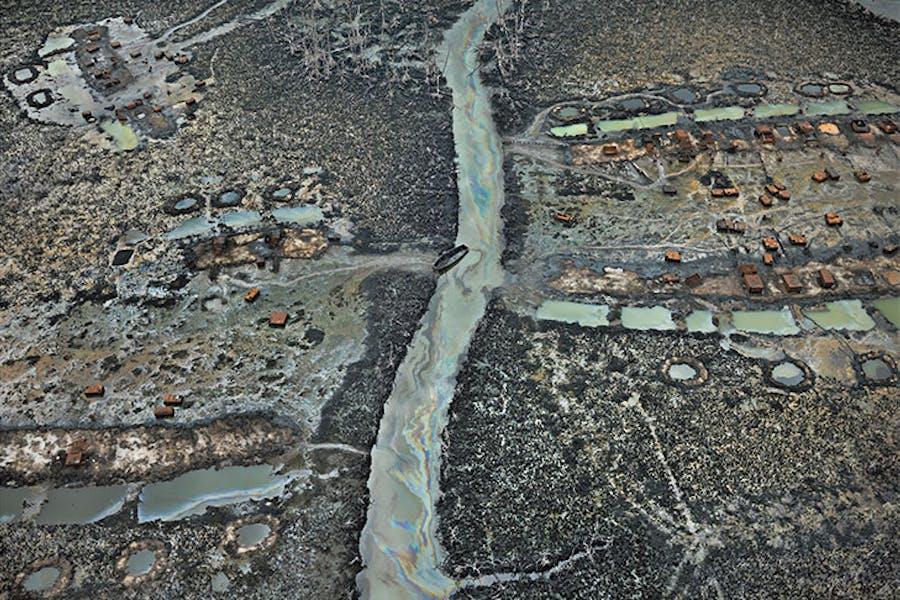 Oil Bunkering #1, Niger Delta, Nigeria 2016 (2016), Edward Burtynsky.