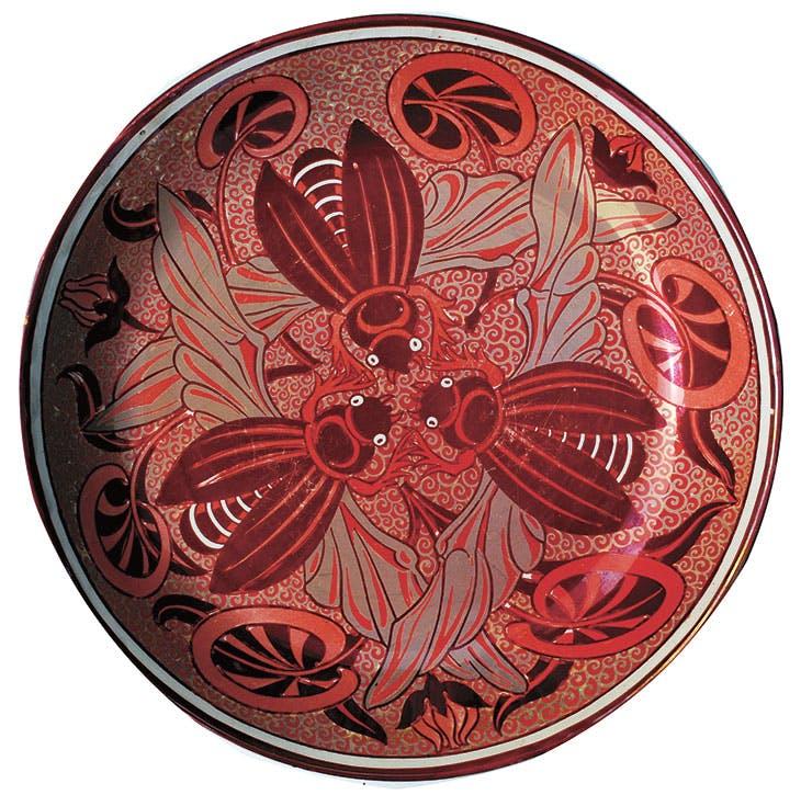 Bee Plate (1872–1904), William de Morgan. Photo: © De Morgan Foundation
