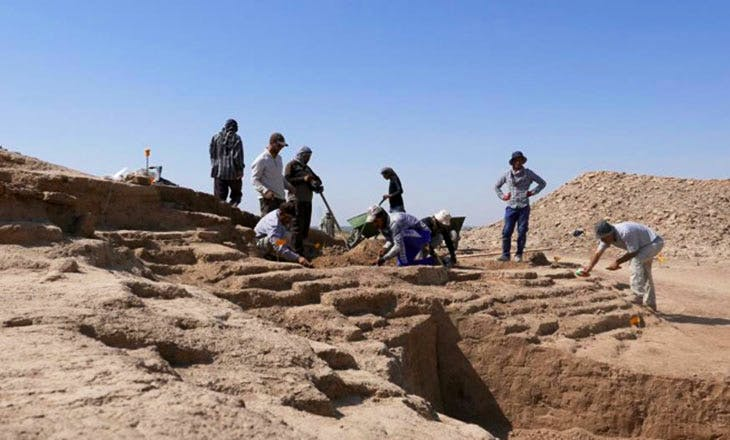 Photograph of Iraqi archaeologists undertaking training as part of the British Museum's Iraq Emergency Heritage Management Training Scheme.