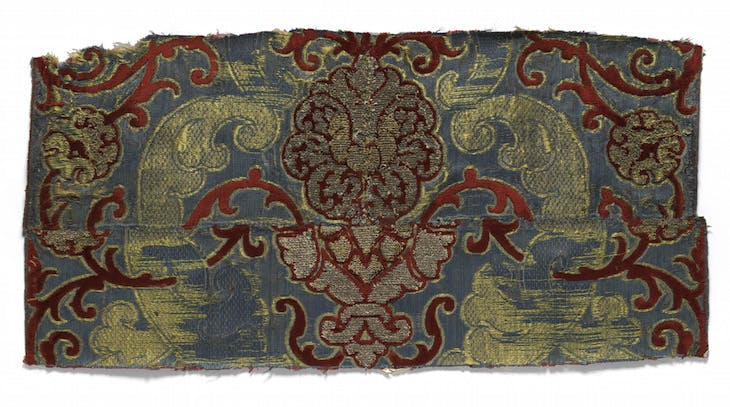 Fragment of brocaded velvet (16th century), Italy or Spain.