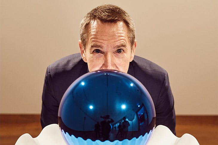 Jeff Koons with his sculpture Gazing Ball (Birdbath) (2013) at the Ashmolean, Oxford in 2019.