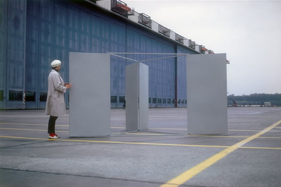 Large Revolving Vane (1967), Charlotte Posenenske. Installation view, Airport Frankfurt on Main, 1967/68.