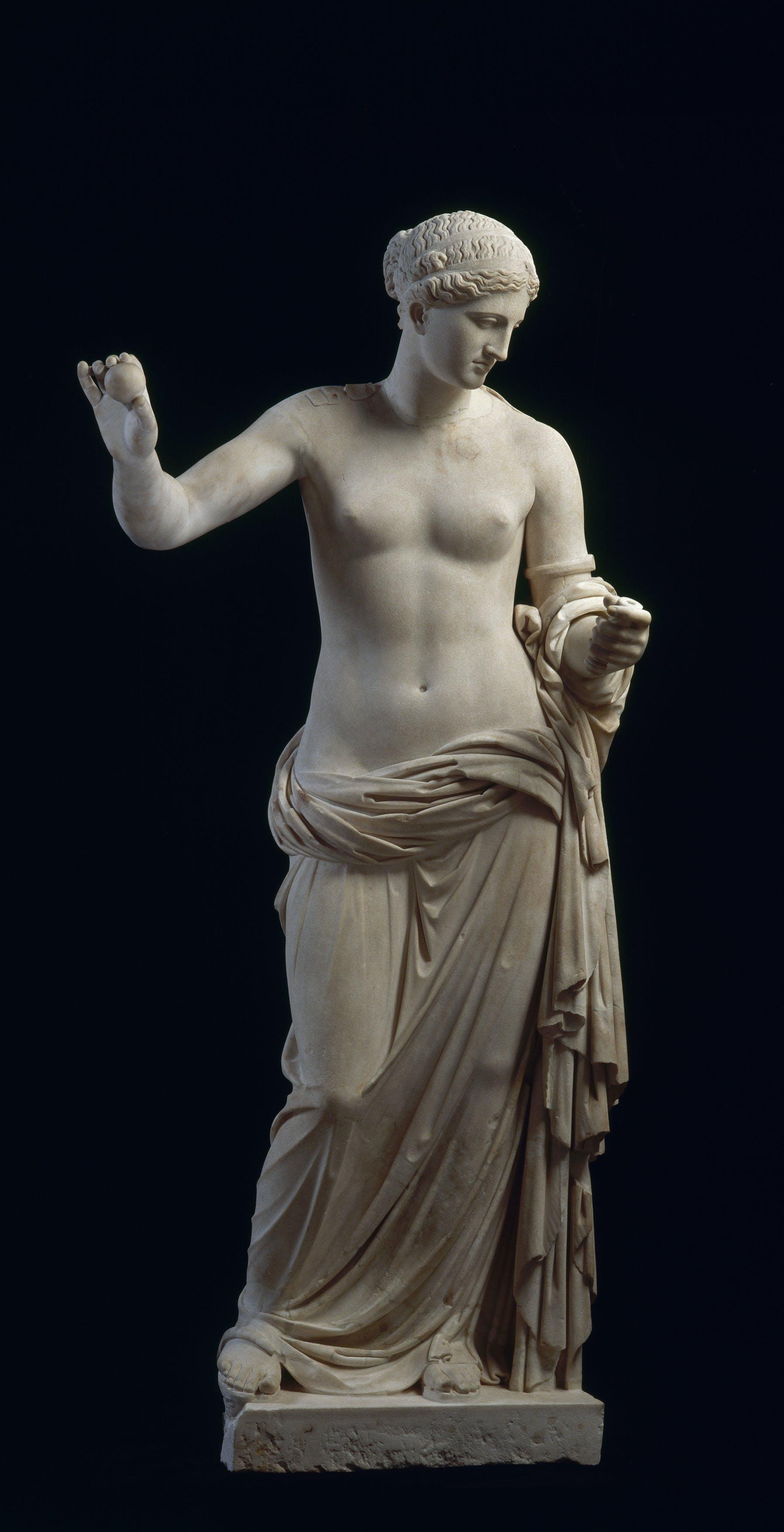 Aphrodite dite Vénus d'Arles (4th century BC), Musée du Louvre.