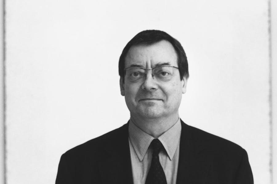 Portrait of Robert Ryman in 2002.