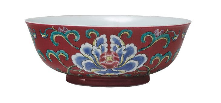 Yongzheng imperial bowl with overglaze enamel (c. 1723-35, Qing dynasty).