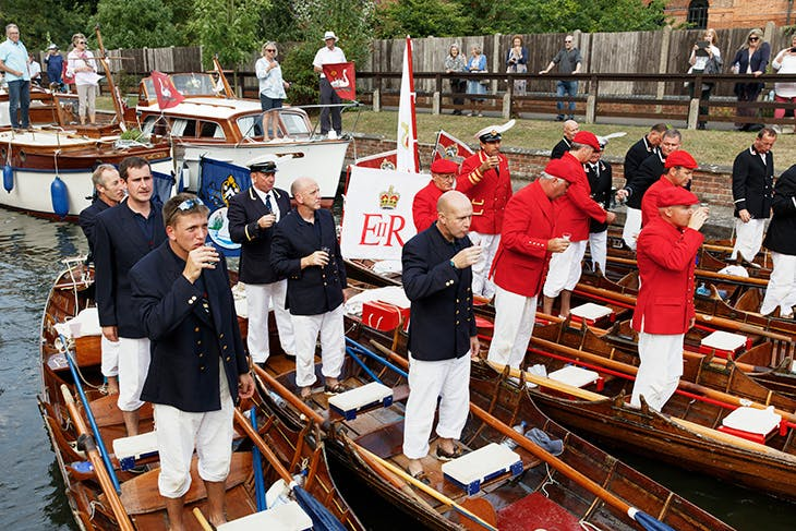 Toasting the Queen, Swan Upping at the Thames near Eton, England (2015), Martin Parr.