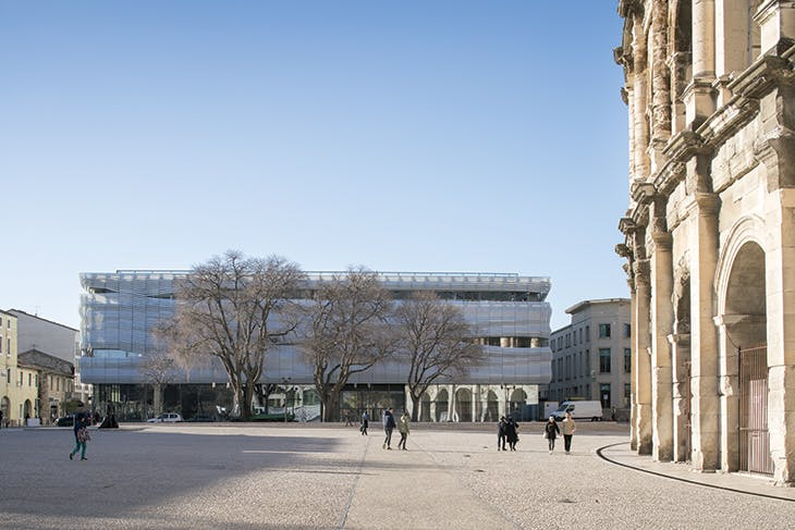 The Musée de la Romanité, completed in 2018, sits on the Boulevard des Arènes, across from the 1st-century amphitheatre.