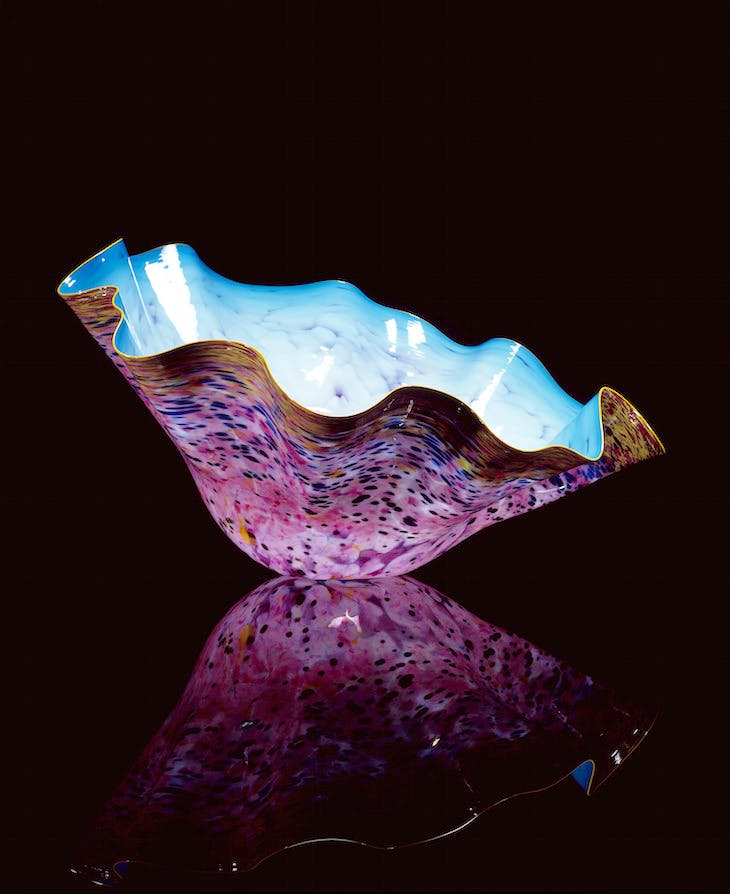 Cerulean Blue Macchia with Spectra Yellow Lip Wrap (1993), Dale Chihuly.