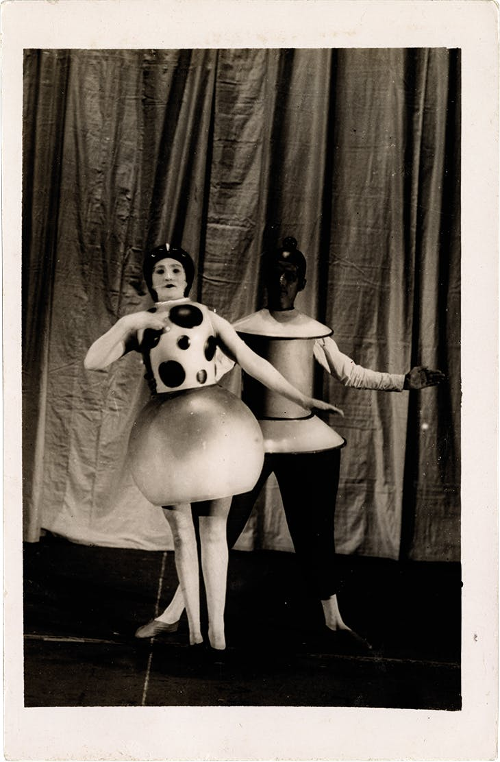 Performers in Oskar Schlemmer's (1888–1943) Triadic Ballet (photo: 1922/23).