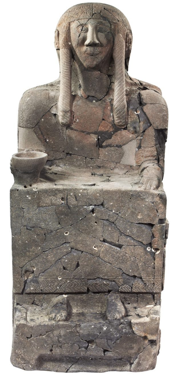 Funerary sculpture, 10th–9th century BC, Neo-Hittite, Tell Halaf, north-eastern Syria, Vorderasiatisches Museum, Berlin
