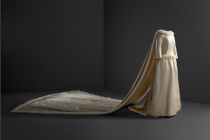 Wedding dress (1960), Cristóbal Balenciaga.