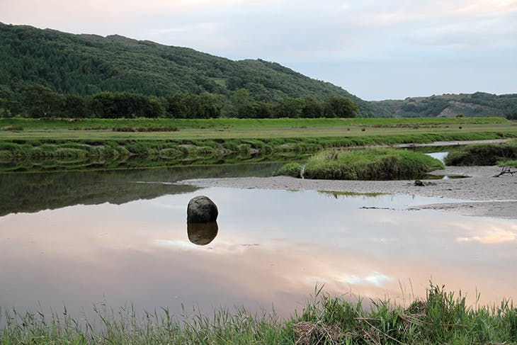 Wooden Boulder (1978–ongoing) in the Dwyryd estuary, 2013. Photo: courtesy the artist; © David Nash