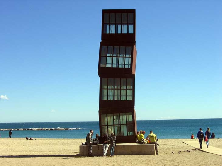 L'Estel Ferit ('The Wounded Shooting Star'; 1992), Rebecca Horn. Installation view, Playa de la Barceloneta, 2015.