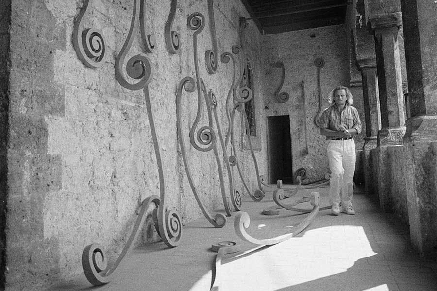 Eliseo Mattiacci with an installation of his Roma sculptures at the Palazzo Mazzancolli, Italy, in 1982.