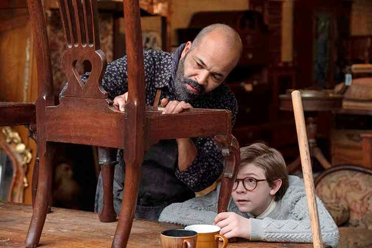 Oakes Fegley and Jeffrey Wright in The Goldfinch (2019).