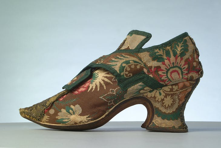 Brocade shoe without clog (1735–45).