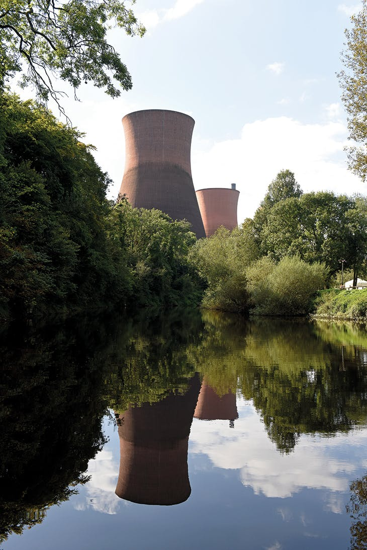 View of the cooling towers at Ironbridge B power station (demolished in December 2019) from the River Severn, Shropshire. Photo: David Bagnall/Alamy Stock Photo