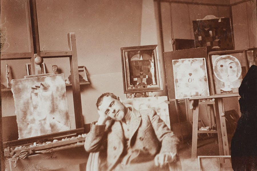 Paul Klee in his atelier at the Bauhaus Weimar, 1923 (photo by Felix Klee). Zentrum Paul Klee, Bern; © Klee-Nachlassverwaltung, Hinterkappelen