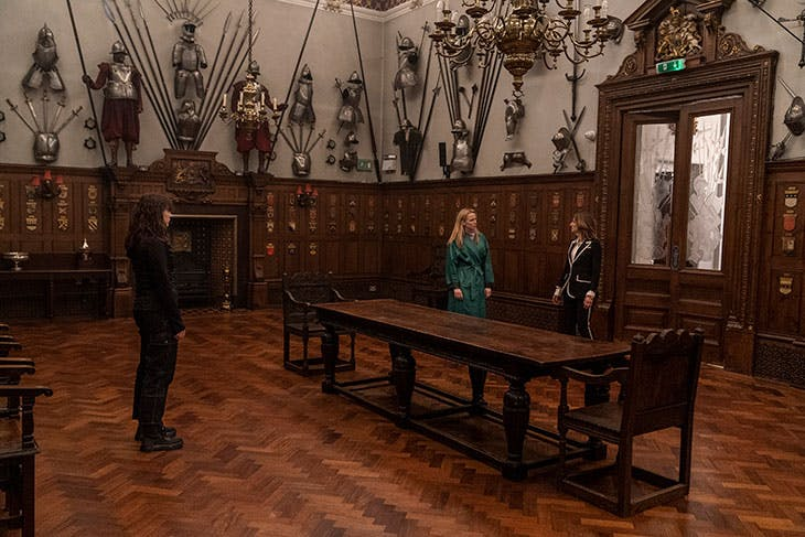 Villanelle meets The Twelve's representatives at the Armourers' Hall.