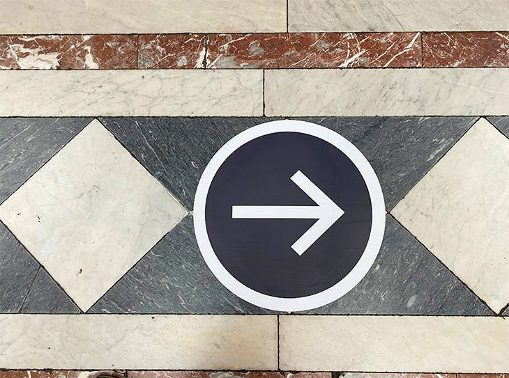 Directional arrows at the National Gallery. Photo: the author