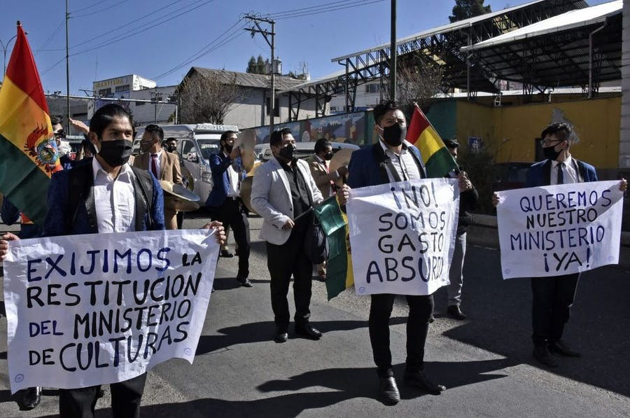 Artists on a march to demand the restitution of the Ministry of Culture on June 15, 2020 in La Paz, Bolivia. Photo by Aizar Raldes/AFP via Getty Images