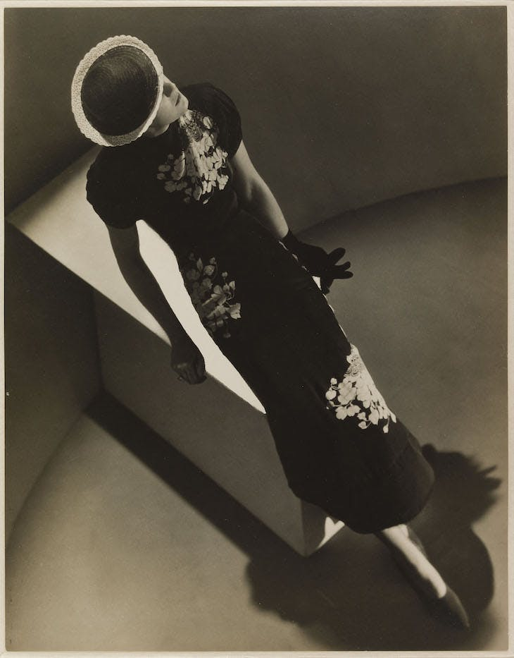 Evening dress in printed black crepe, Elsa Schiaparelli, February 1936 collection n ° 104 (1936), Man Ray. Published in Harper's Bazaar, March 1936.
