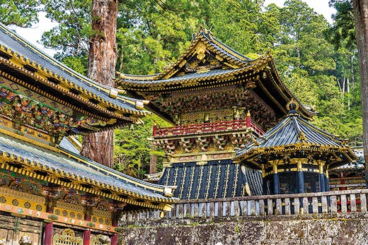 Buildings at the main entrance to the Toshogu Shrine, Nikko (photo: 2016).