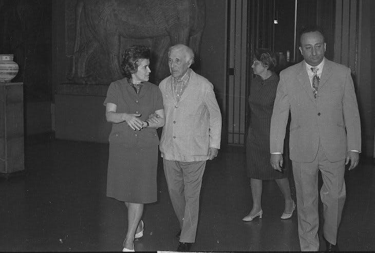 Irina Antonova with Marc Chagall in 1973.