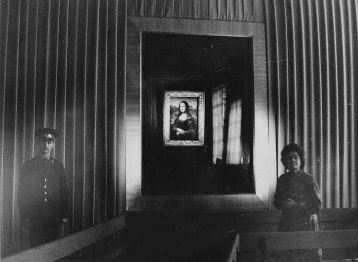 Irina Antonova with the Mona Lisa at the Pushkin Museum in 1974