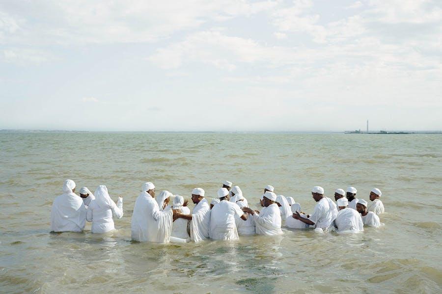 Mass Baptism, Southend-on-Sea (detail) (2013) in 'Thames Log' by Chloe Dewe Mathews. © Chloe Dewe Mathews