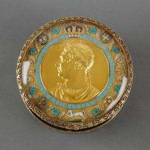 Snuff box inset with a coronation medal of George IV (c. 1821), attributed to Rundell, Bridge & Rundell. Royal Collection Trust.