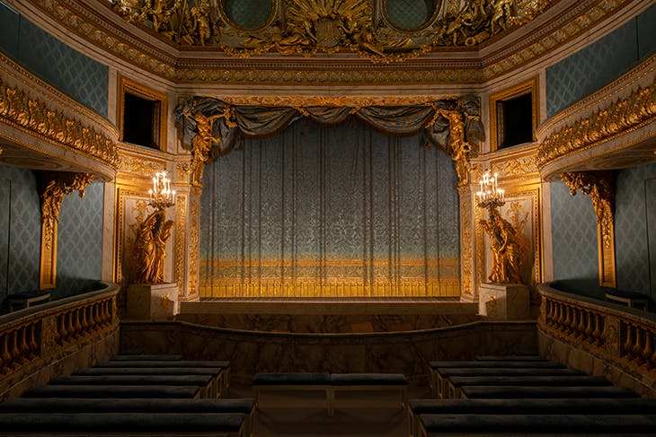 The reproduction trompe-l'oeil stage curtain.