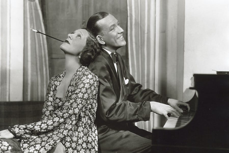 Noël Coward and Gertrude Lawrence in Private Lives (1931) at Times Square Theatre, New York.