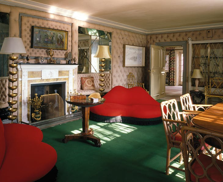 The drawing room at Monkton House, featuring a pair of 'Lips' sofas (1938–39) and 'Champagne standard lamps (1938) designed by Salvador Dalí and Edward James (photo: 2006).