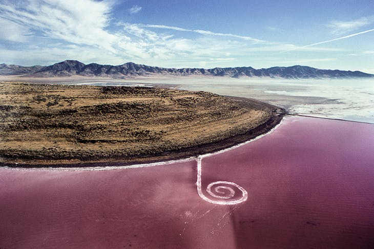 Spiral Jetty (1970), Robert Smithson, on the shore of Great Salt Lake in Utah (photographed by Nancy Holt). Dia Art Foundation.