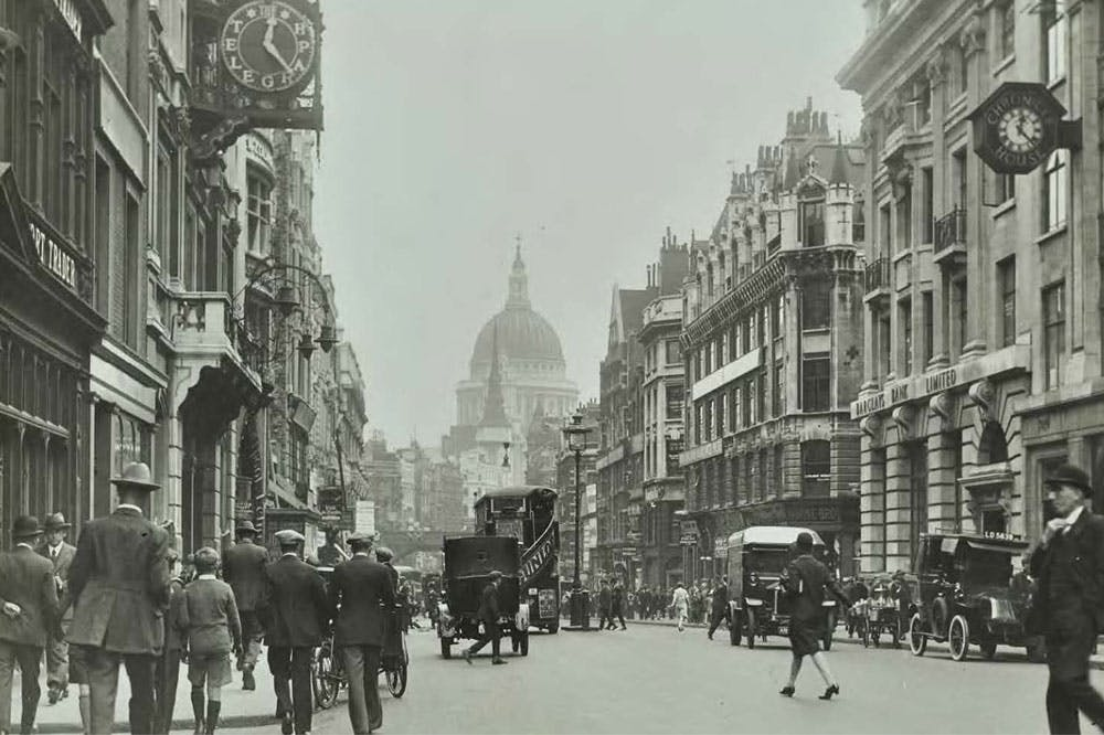Fleet Street in 1925, with Chronicle House and the Barclays building – both set to be demolished – on the right
