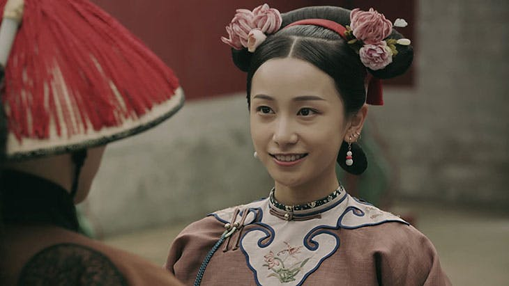 Still from Story of Yanxi Palace (2018), showing the wearing of silk velvet flowers (ronghua).