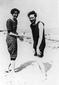 Virginia Woolf and Clive Bell on the beach at Studland in 1910
