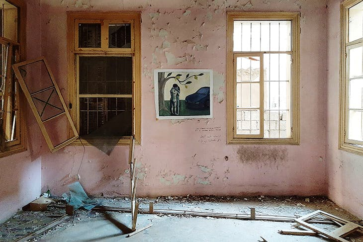 Exhibition of the 'Bala Manyaké' collective of students from the Académie libanaise des Beaux-Arts, in a destroyed house in Beirut, 2021.