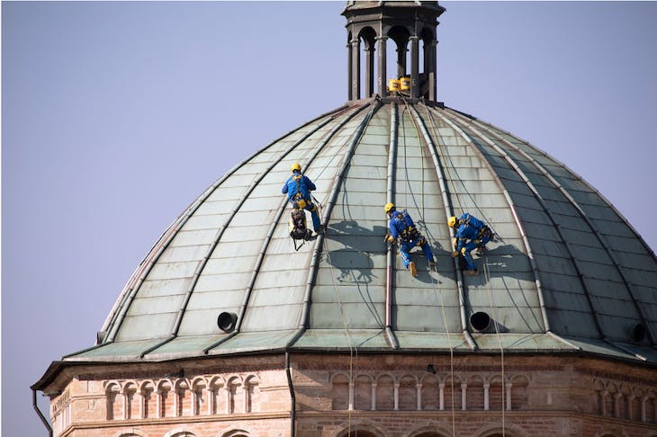 Acrobats on the roof of Duomo di Parma, 2021.