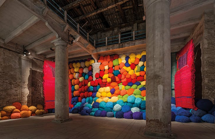 Escalade Beyond Chromatic Lands (2016–17), Sheila Hicks (installation view at the Venice Biennale in 2017)